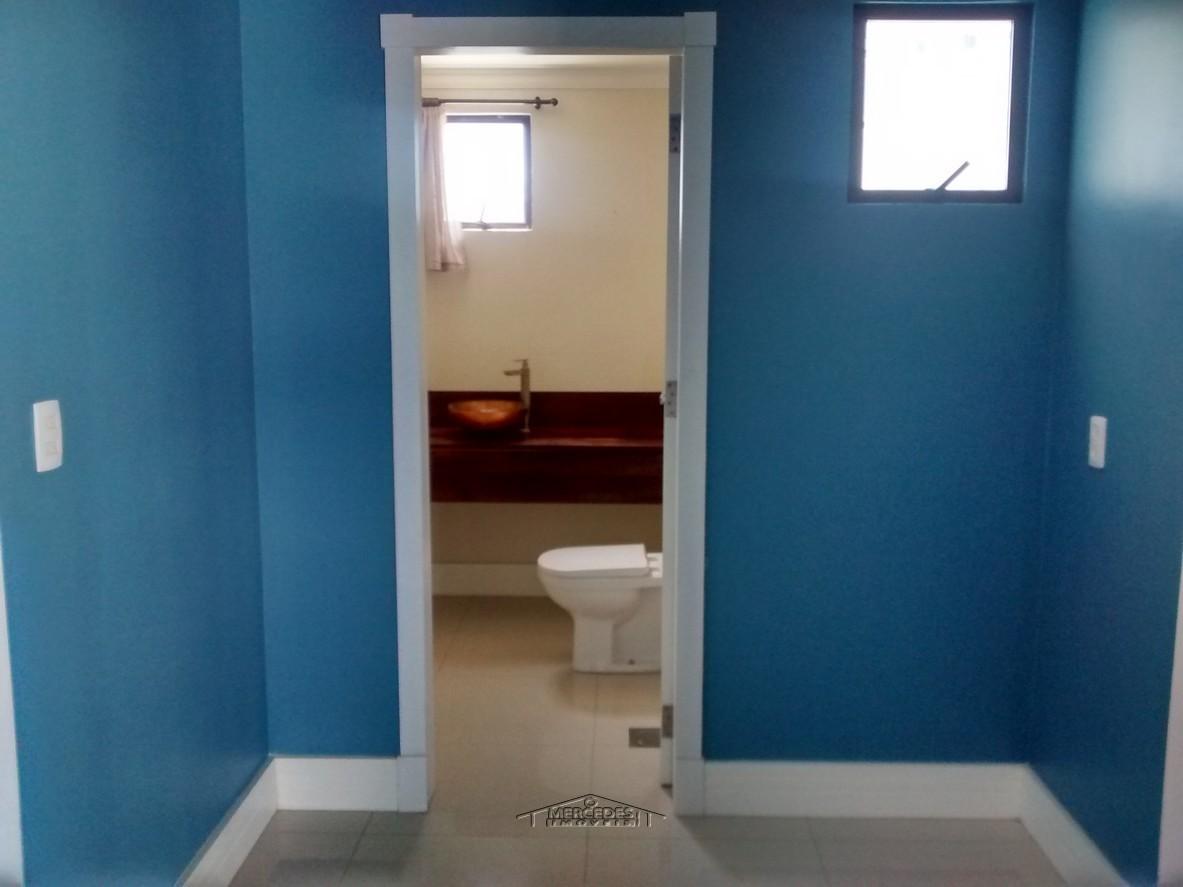 Corredor e lavabo
