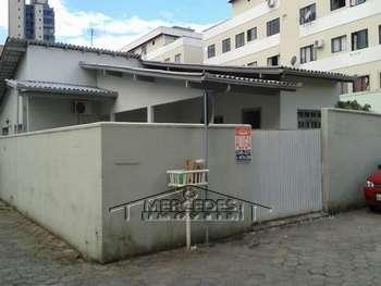 Casa no centro de Itaja�