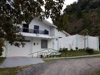 Casa com 4 dormitórios e 4 vagas de garagem