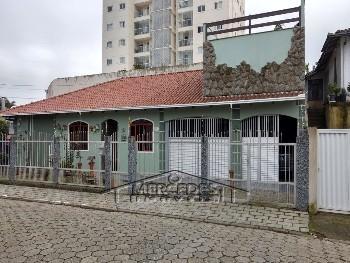 Casa com 1 suite e 2 quartos São João Itajaí