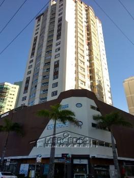 Apartamento com 3 suítes e 2 vagas em área nobre