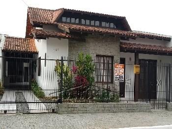 Casa com 3 quartos, 4 vagas e Piscina em Itajaí