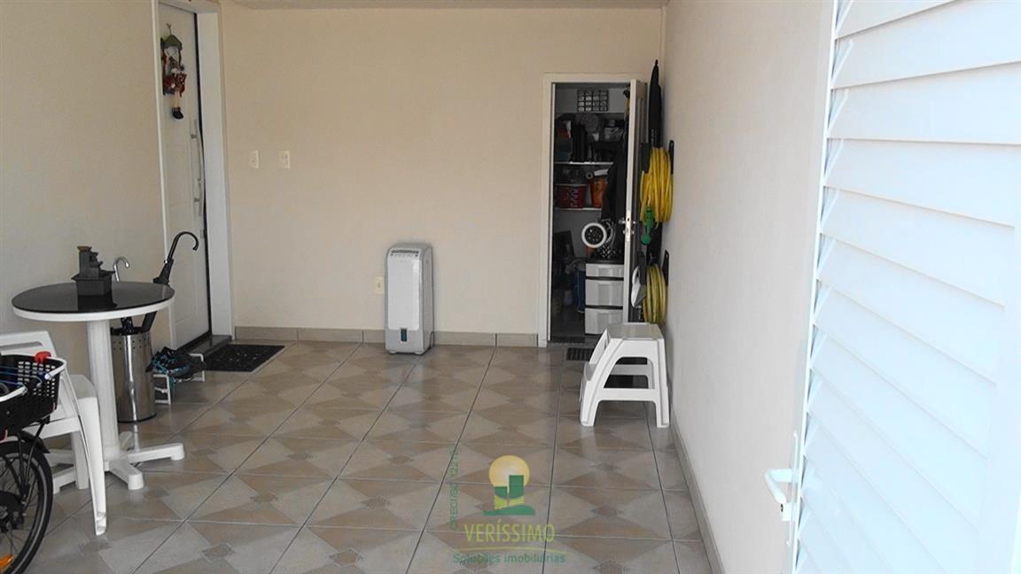 004) Garagem e hobby box(