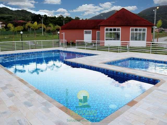 piscina-condomínio