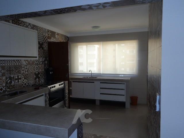 Vista da sala para cozinha