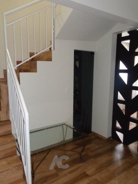 Escada que leva piso superior