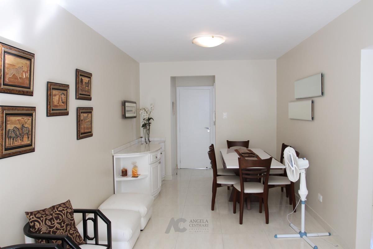 Sala ampla com 2 ambientes