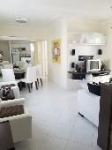 Apartamento 02 dormitórios na quadra do mar