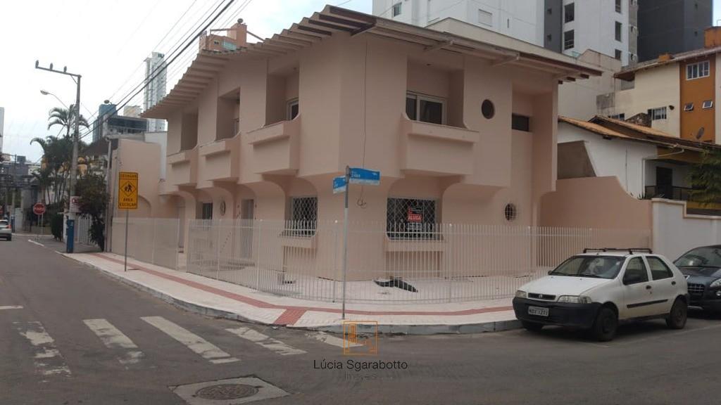Locação Anual - Casa semi-mobiliada com 3 dormit.