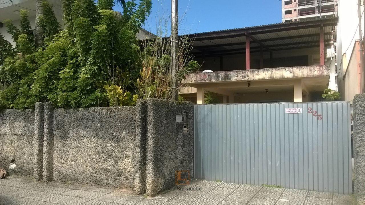 Linda casa com 3 dormitórios em Itajaí!