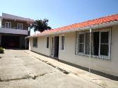 Casa + apartamento na Praia dos Ingleses.