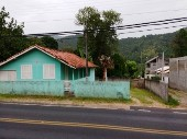 Ótima casa no Rio Vermelho.