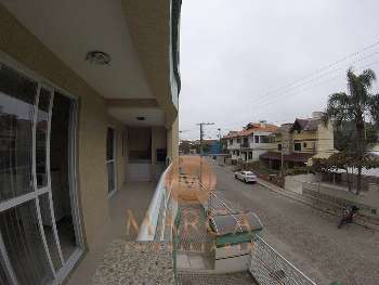 Apartamento em Bombas há 50 metros da praia