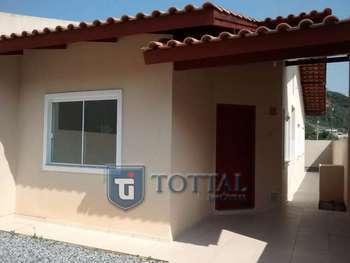 Casa com 2 dormit�rios em Itapema