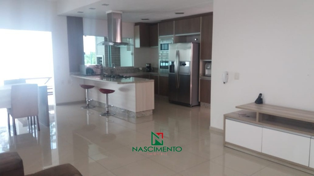 Cozinha Ampla com móveis