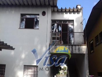 Apartamento com dois quartos bairro colonial.
