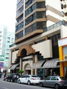 Apto 03 quartos no centro de Balneário Camboriú