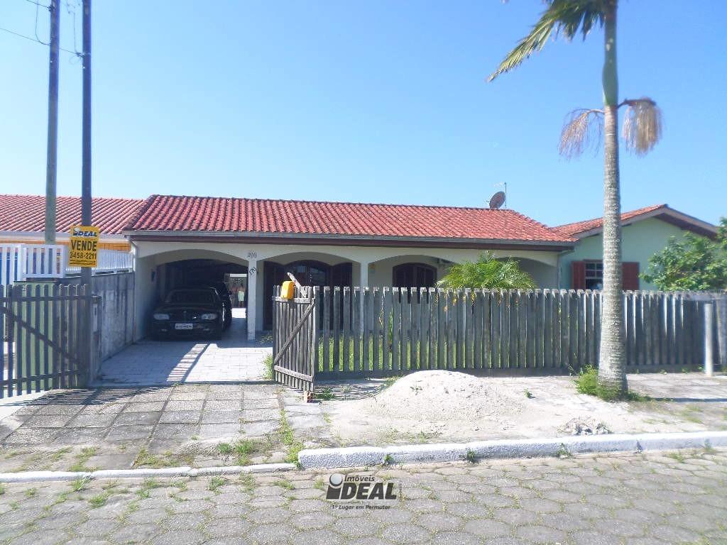 Casa com 3 quartos e piscina no Guarapari