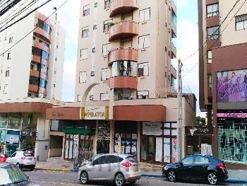 Apartamento com 2 garagens no centro de Bento.