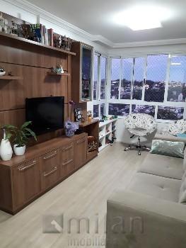 Apartamento semi-mobiliado no Humaitá.