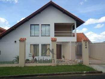 Excelente residência situada no bairro Órfãs...