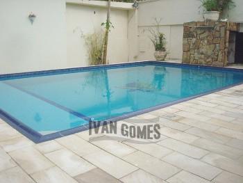 Linda casa no Guaiuba com piscina
